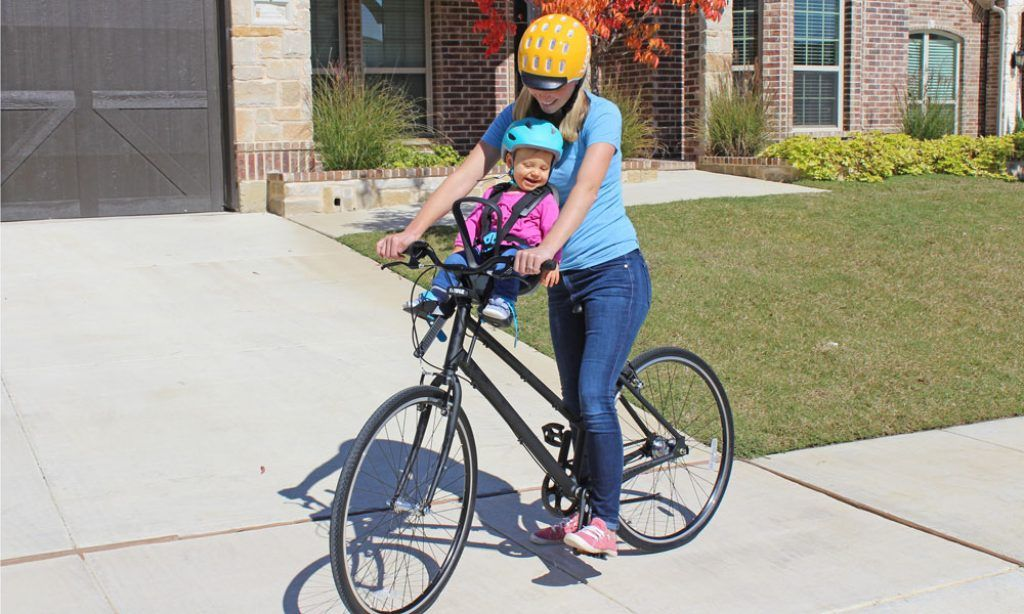 mom riding with her daughter in the thule yepp nexxt mini child bike seat