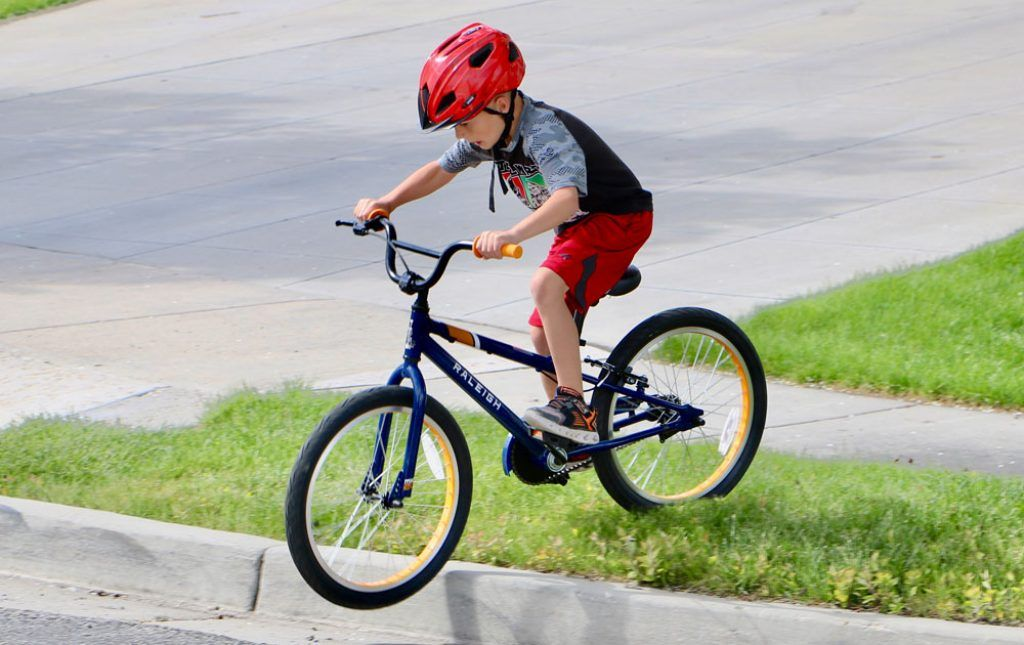 boy going down a curb on the Raleigh MXR 20