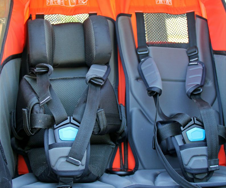 Thule Chariot baby supporter installed in the Thule Chariot Cross double
