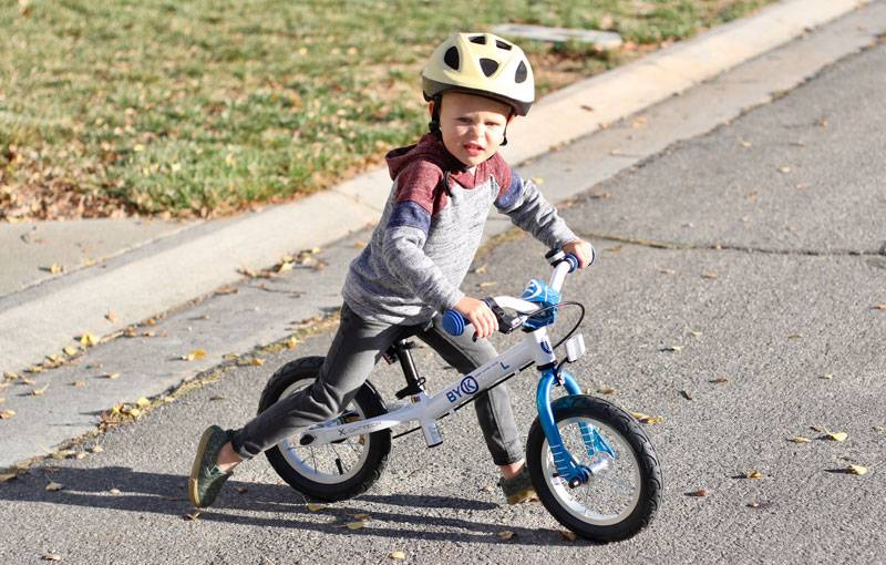 Boy riding the Bly 350 balance bike