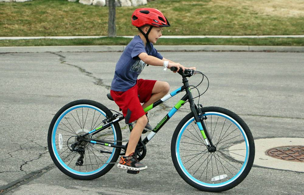 8 year old riding the Guardian Ethos 24 inch kids bike