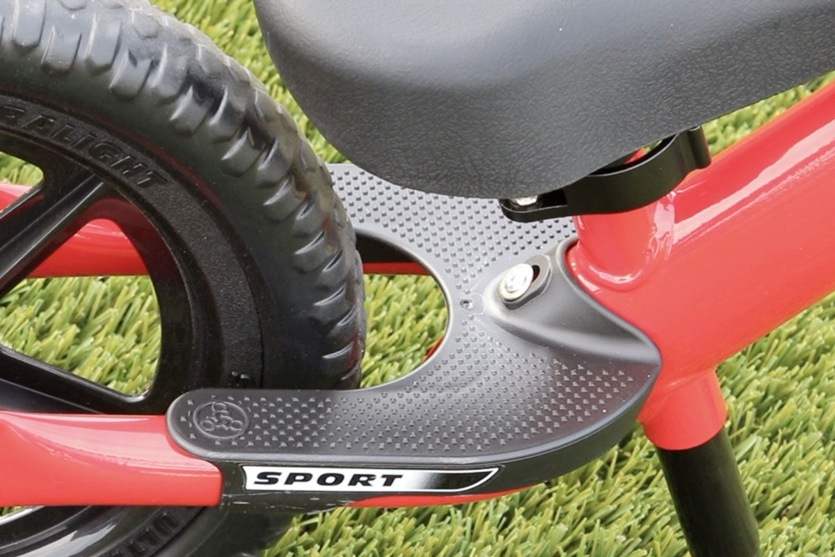 Upclose shot of the footrest on the Strider 12 Sport balance bike