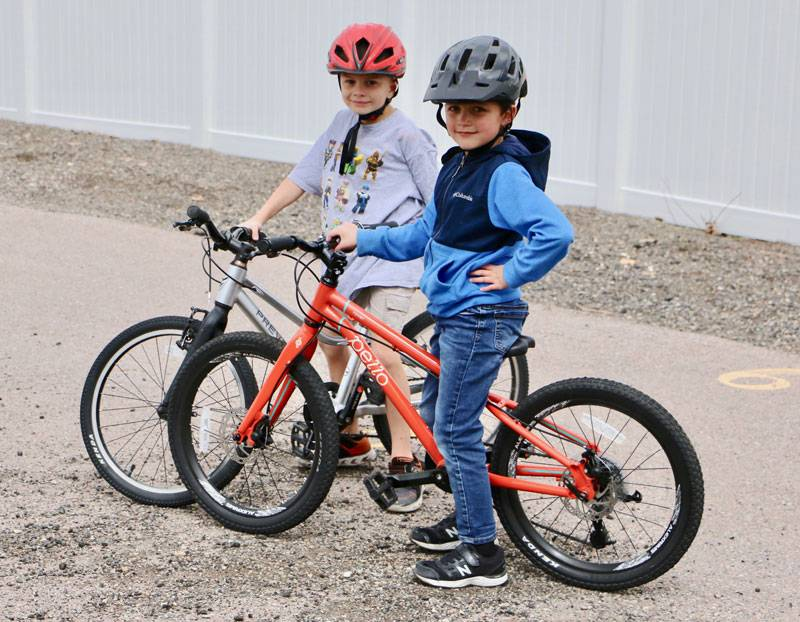 7 and 8-year-old boys standing together with their bikes - Pello Rover and Prevelo Alpha Three