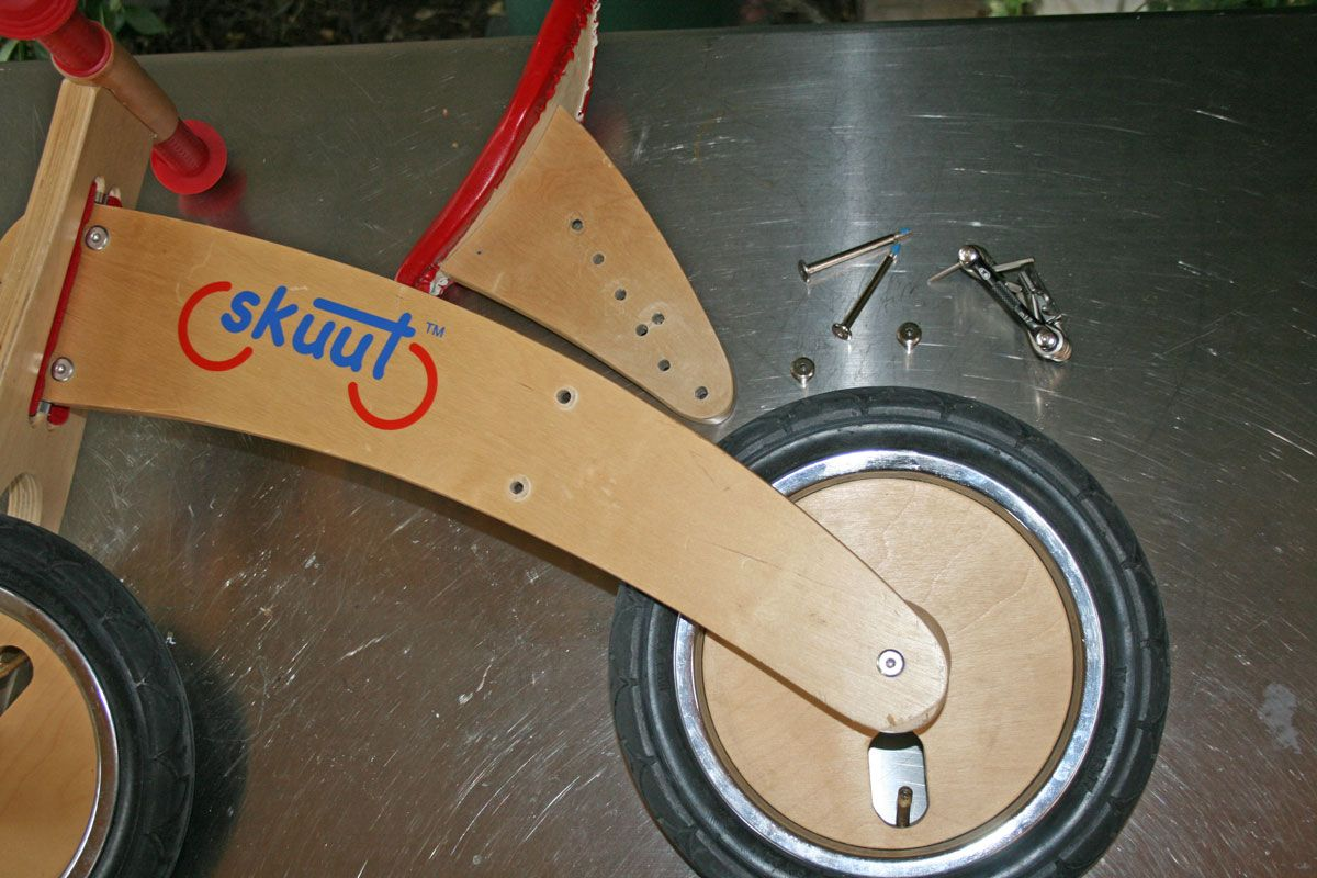 Adjustment holes for seat height on the Skuut wooden balance bike